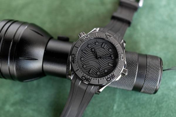 オメガ シーマスター ダイバー300M ブラック ブラックの実機画像
